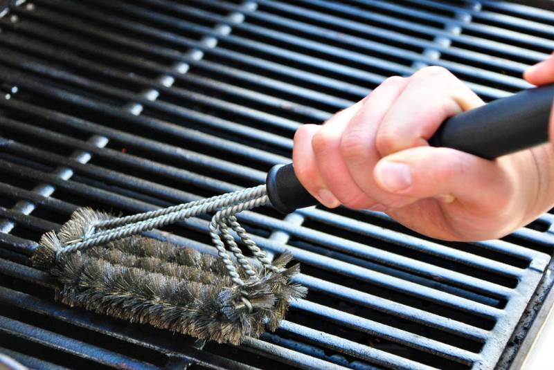 cleaning-grill-summer-barbecue-party grill tools
